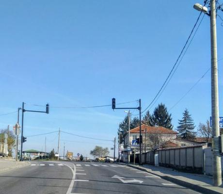 Започнаха пробите на пешеходния светофар във великотърновското село Шереметя