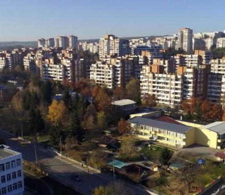 Във Велико Търново организират целодневна занималня за малките ученици, чиито родители са на първа линия срещу Covid-19