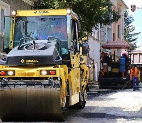 """Край крепостта Царевец: Предстои цялостно преасфалтиране на улица """"Читалищна"""""""