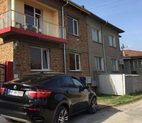 ЕКШЪН ПО РОДНИНСКИ: Фалшив сигнал за притежание на наркотици вдигна полицията в Лясковец