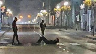 ОПАСНА МОДА: Деца лягат върху пешеходна пътека